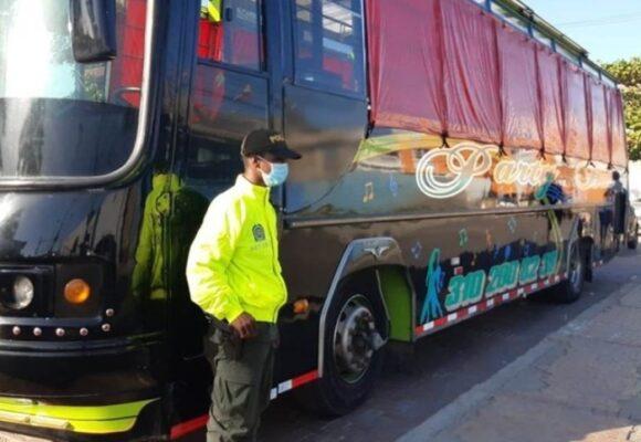 Bus robado en Bogotá aparece en Cartagena transformado en chiva rumbera