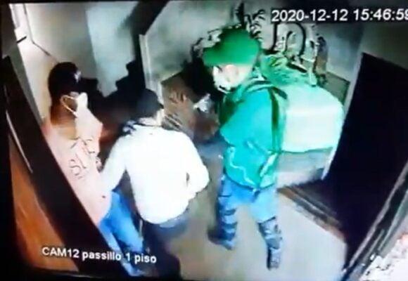 VIDEO: Ladrón simula ser domiciliario para emboscar edificio entero en Cali