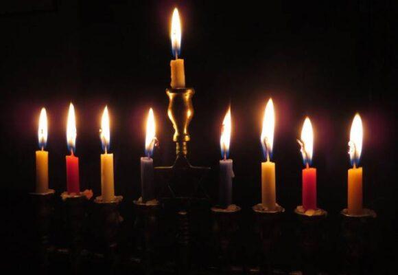Hanukkah, la festividad judía que le compite a la Navidad