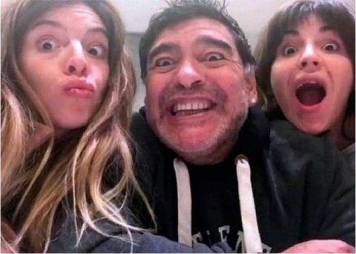 El último desprecio de Maradona a sus hijas