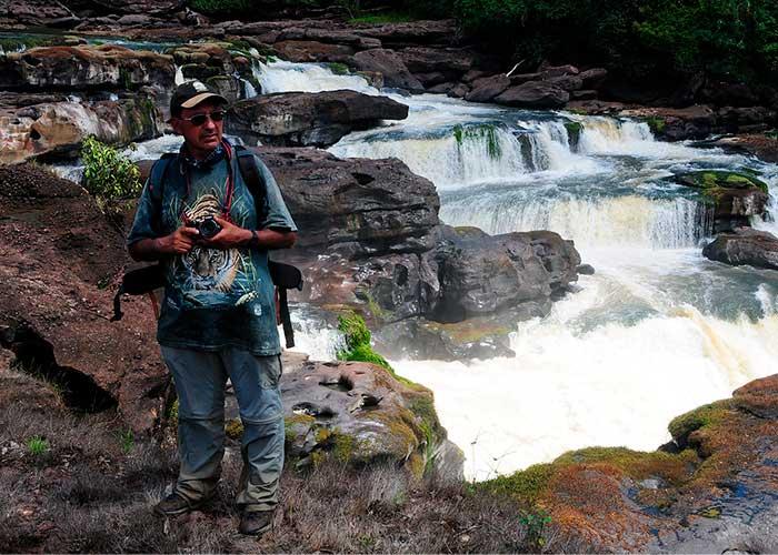 Andrés Hurtado, el primer ambientalista en caminar los parques de Colombia