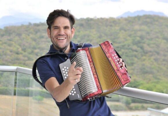 Los ladrones se la tienen sentenciada al acordeonero Juancho de la Espriella