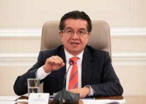 Minsalud prefiere el riesgo de carcelazo por no bloquear vuelos internacionales
