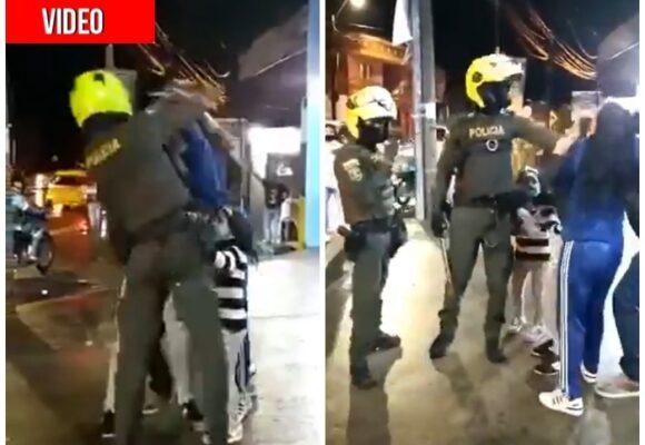 A bolillazo Policía levanta a familia en Itagüí