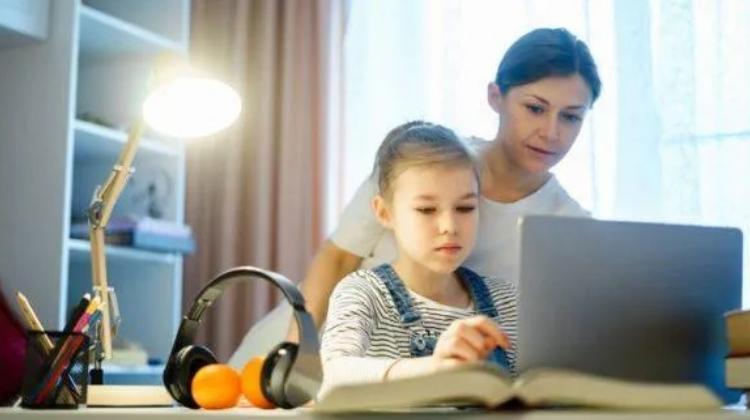 Clases virtuales, doble trabajo para los padres
