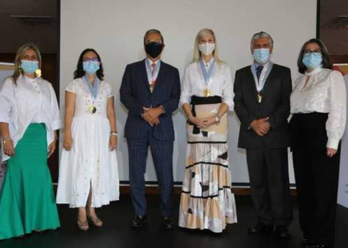 Cuatro médicos condecorados en el Valle por su trabajo contra el coronavirus