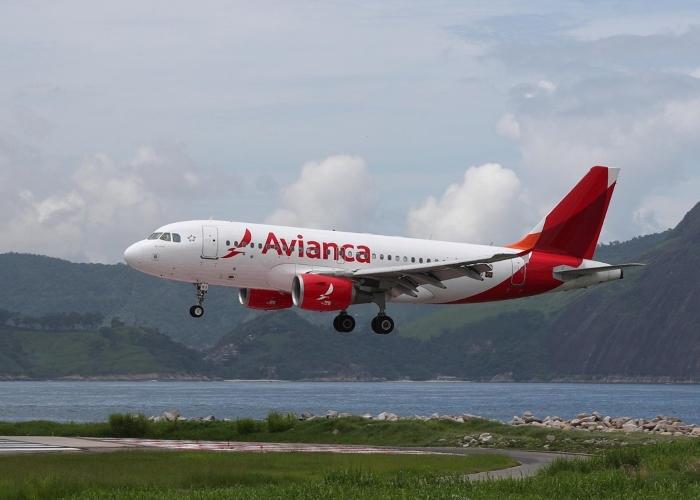 Por transportar pasajero con COVID, Avianca es multada en El Salvador