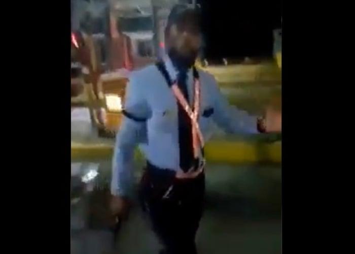 VIDEO: Por negarse a pagar peaje, vigilante intimida con arma a ciudadano en Bolivar