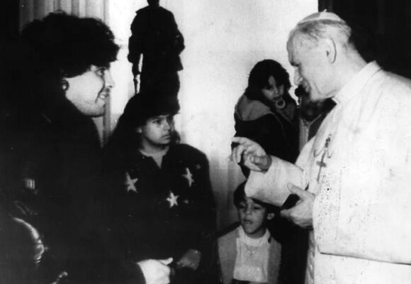 La tarde en la que Maradona se desilusionó de Juan Pablo II