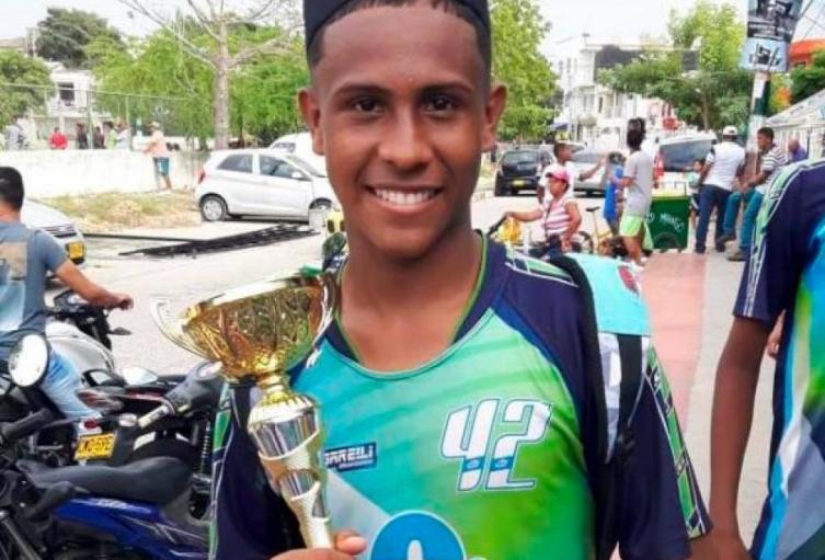 Lo humillaron, lo escupieron, le dispararon: policía asesina a futbolista en Cartagena
