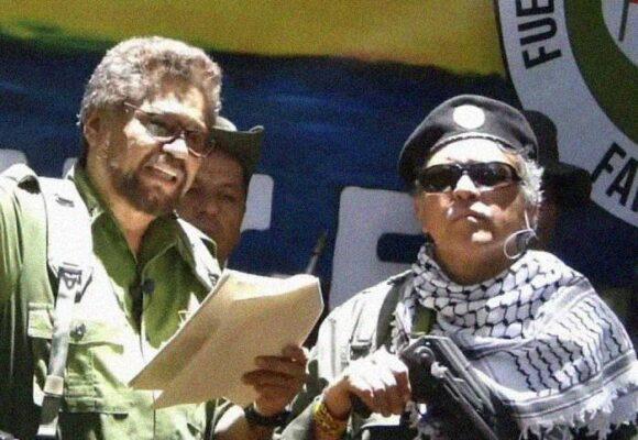 Márquez y Santrich se comportan como voceros del uribismo