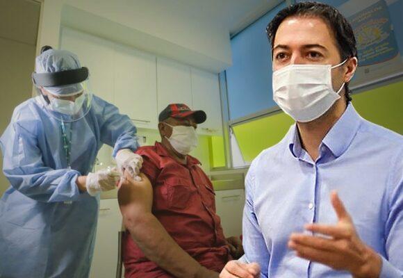 Se burlan del alcalde de Medellín por simulacro de vacunación sin vacunas
