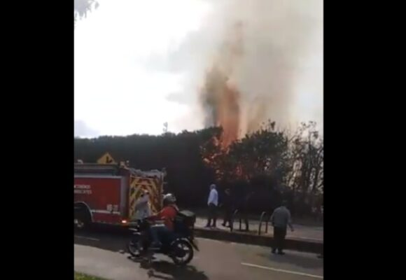 VIDEO: Incendio en calle 153 causa pánico en Bogotá