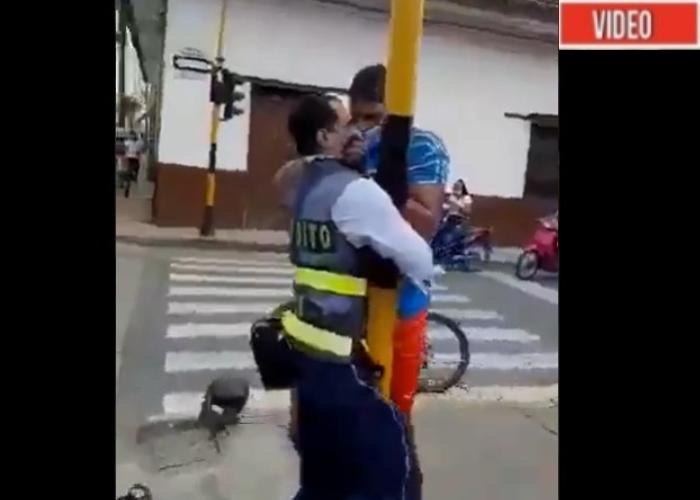 VIDEO: Propinan golpiza a agente de transito en El Cerrito, Valle