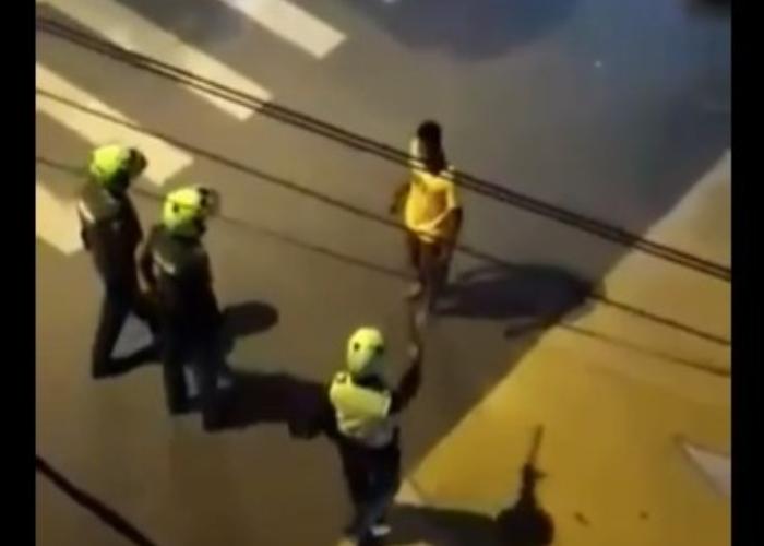 El Bruce Lee venezolano: diez policías no pueden contra él. VIDEO