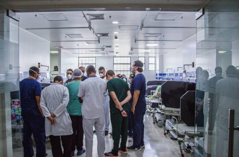 Pantalleros: En Cali aplazan 4 horas aplicación de la vacuna para que llegue el Ministro de Justicia