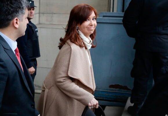 Suspenden la doble pensión vitalicia de Cristina Kirchner