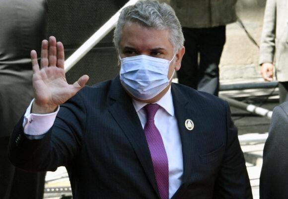 La molestia por que Duque podría ser el primer colombiano vacunado