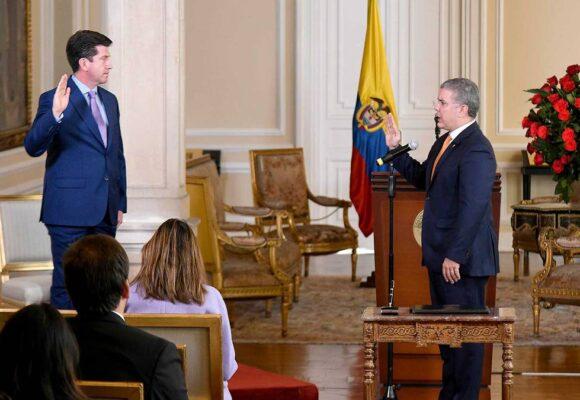 No paran de despellejar a Duque por nombrar a Diego Molano Ministro de Defensa