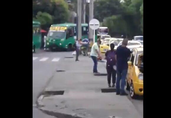 Taxista atacó a buseteros con motosierra en Medellin