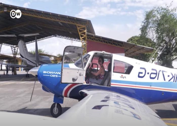 La caleña que con su avión decidió salvar vidas de la Colombia profunda