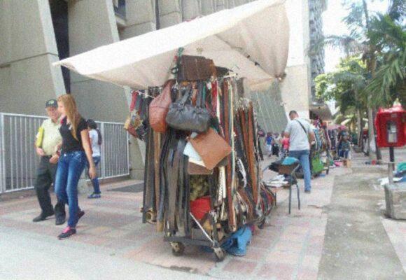 ¿Medellín realmente se ha preocupado por los venteros informales tras la llegada del COVID-19?