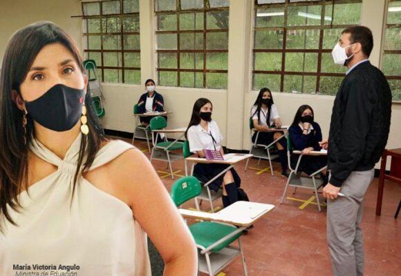 Respuesta al desprecio de la ministra por los educadores