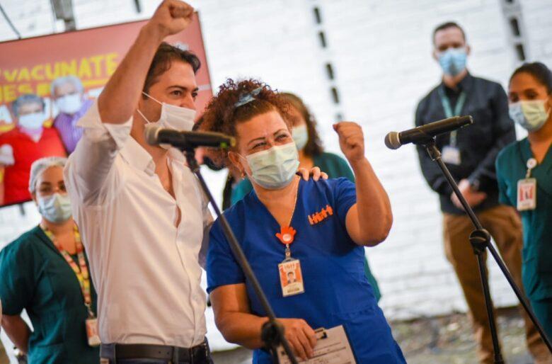 El oportunismo del alcalde de Medellin con la vacuna