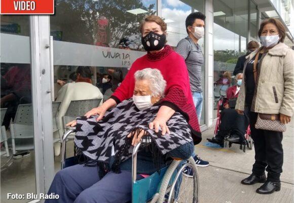 El calvario que padecen los abuelitos bogotanos para que los vacunen