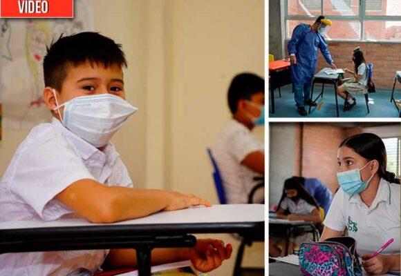 Cómo ha sido el regreso de los niños al colegio en Colombia