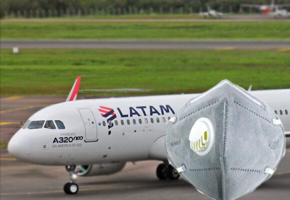 Latam prohíbe ciertos tapabocas en sus vuelos