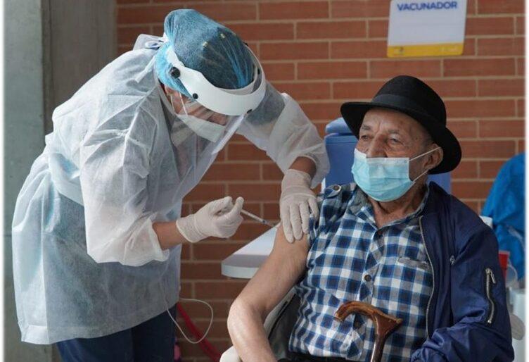 Ritmo de vacunación contra Covid-19 en Colombia cae más de 80 %