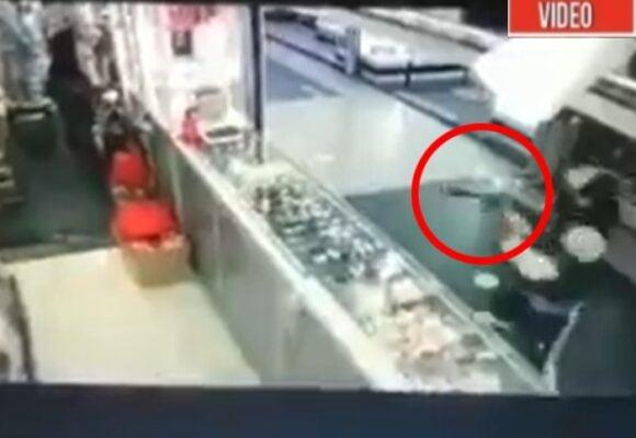VIDEO: El momento en que le pegaron un balazo a comerciante de San Andresito