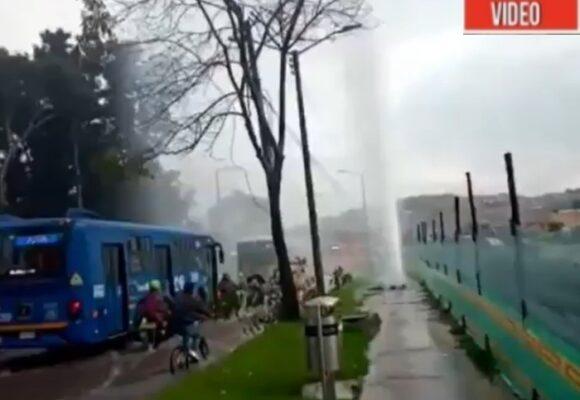 VIDEO: Hoyo soplador en plena vía de Bogotá