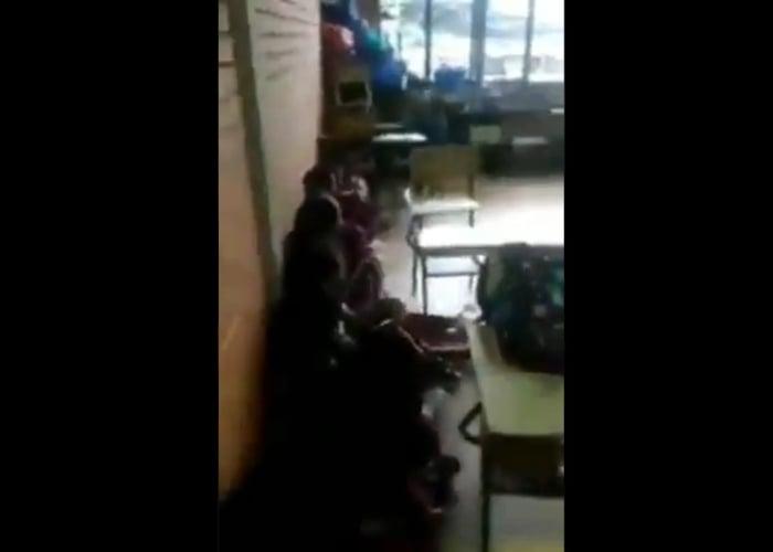 Parar la clase para esconderse de las balas: la realidad de los niños en Toribio. VIDEO
