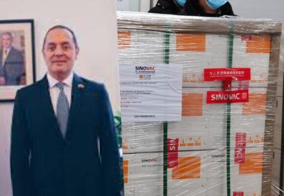 El embajador de Colombia en China detrás del envío de las vacunas Sinovac