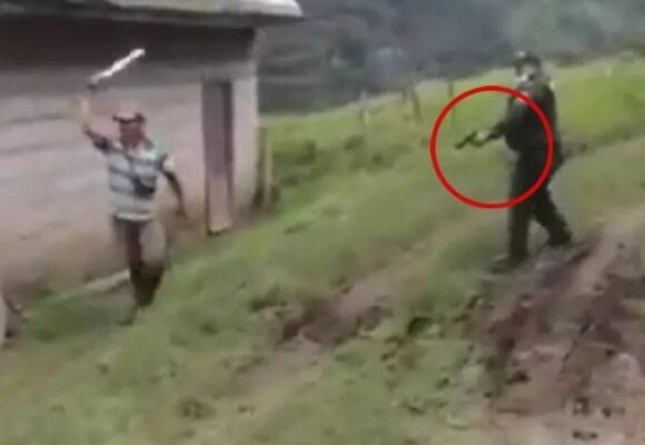 VIDEO: El momento en que policía dispara a campesino que lo atacó con machete