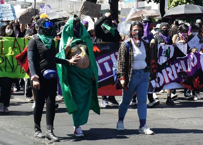 La Virgen de Guadalupe embarazada encabeza la manifestación del 8M en Guadalajara