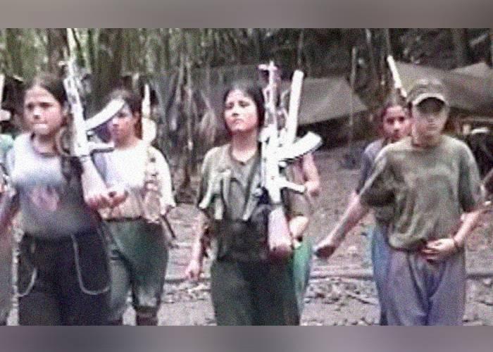 Niños reclutados son utilizados como escudos humanos: desertores de las Farc y el ELN
