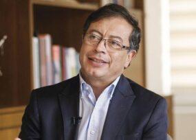 Sorprendido Petro con un reconocimiento no político sino como economista