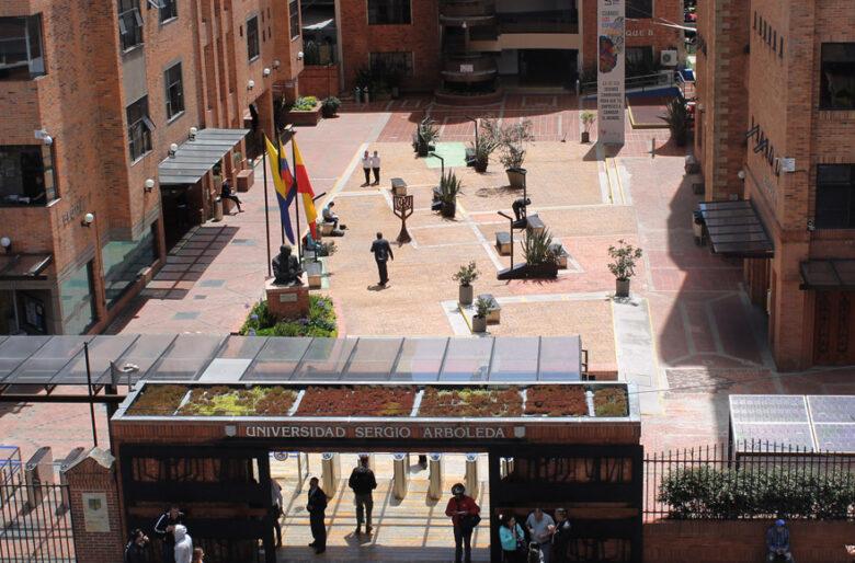 La Sergio Arboleda hace conversatorio sobre el aborto y no invita a ninguna mujer