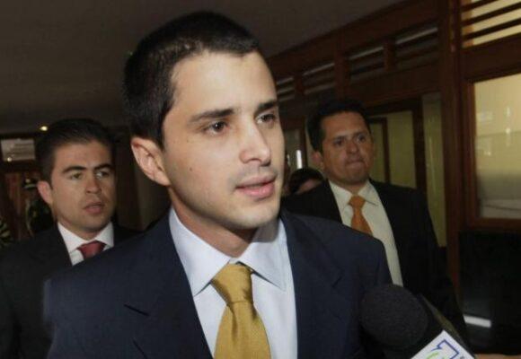 La legendaria peinada que le dieron a Tomás Uribe