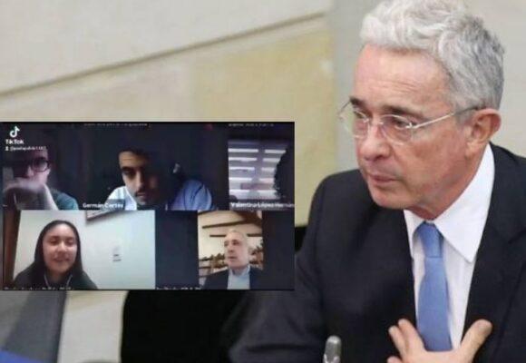 VIDEO La molestia de una estudiante del Externado cuando Uribe entró a su clase