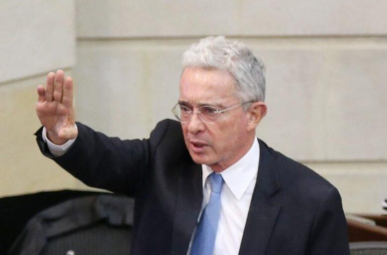 Fiscalía pide precluir proceso contra Uribe
