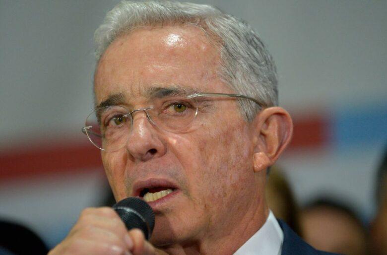 Afirman que Uribe desciende de un faraón y la gente estalla de risa