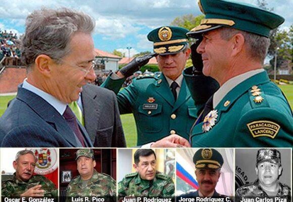 Los cinco generales campeones de falsos positivos que terminaron promovidos por Uribe