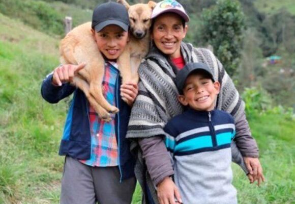 La primera familia campesina en ser nominada a los India Catalina