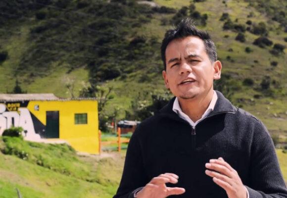 Las bibliotecas de Iván y los jóvenes de Ciudad Bolívar