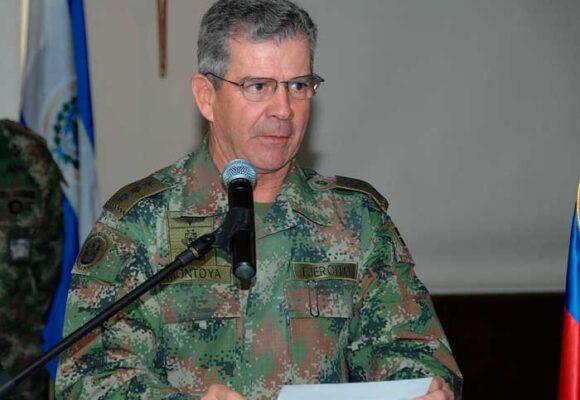 El general Mario Montoya será llamado por la Fiscalía por 104 falsos positivos