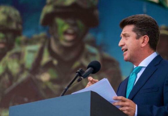Ministro Molano: pare su máquina de guerra, renuncie